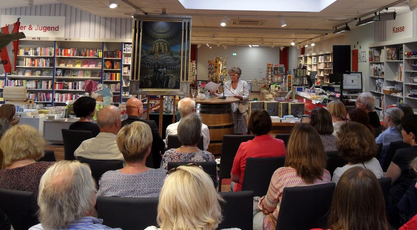 Edith Schieck liest als 2. Autorin und berichtet von ihrem Leben in der Ex DDR und ihrem neuen Leben in Bayern.