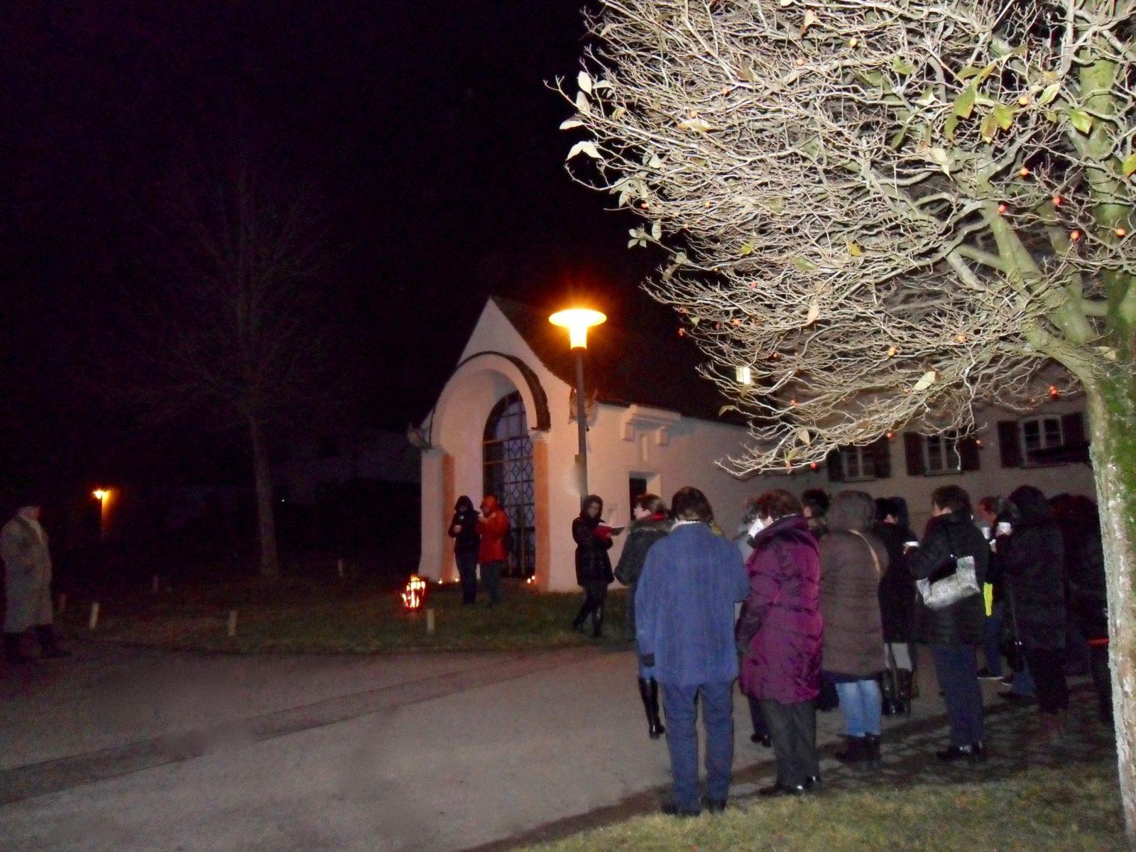 Adventsfeier vom Frauenbund Biburg bei der Erlöserkapelle