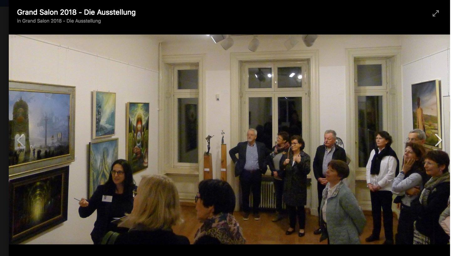 Elena Romanzin Kuratorin bei einer Führung im Grand Salon
